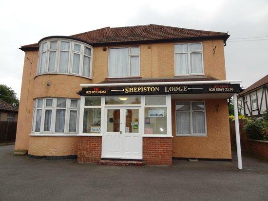 Shepiston Lodge Heathrow: exterior