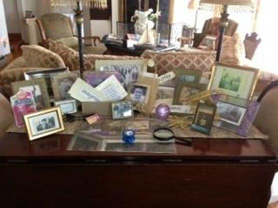Cayuga Lake Front Inn : Sitting room table