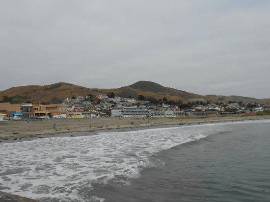 Cayucos Beach Inn: View from the pier