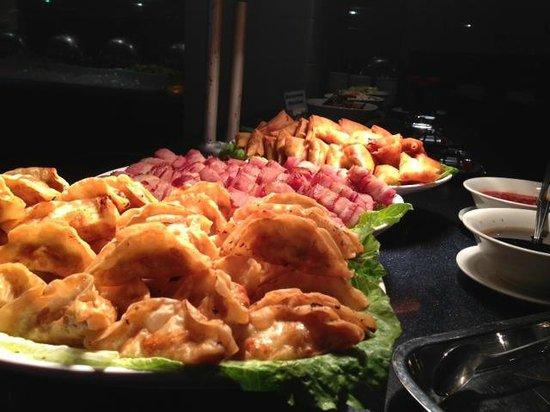 Restaurant & Lounge MAIN: 豊富な惣菜