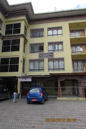 Bhutan Centennial Hotel: MAIN HOTEL VIEW