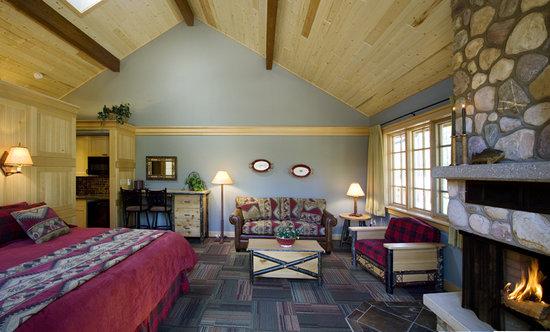 Alpine Village Cabin Resort - Jasper: New Deluxe Bedroom Suite