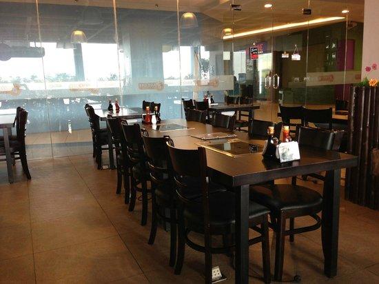 Gue Gue Yakiniku: Dining area