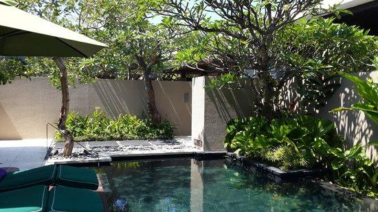 W Bali - Seminyak: При входе в виллу
