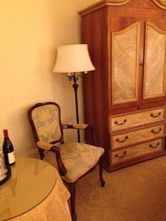 Montecito Inn: Room