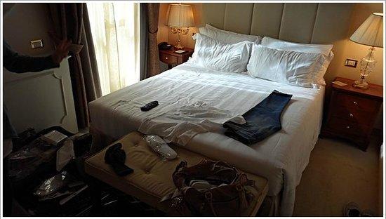 Golden Tower Hotel & Spa: ベッド