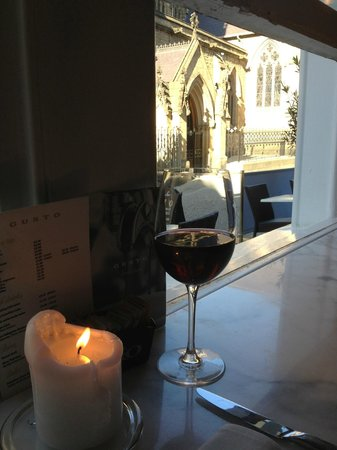 VeroGusto: Wine and the view through the window, perfect...