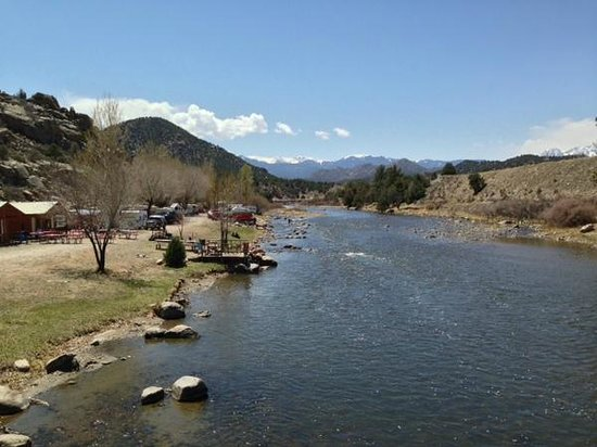 Sweetwater River Ranch: view from the swinging bridge