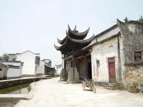 Huangshan Tangmo Scenic Spot: Old Hui-style Buildings