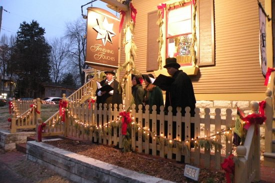 St. Charles Historic District: Christmas Caroling