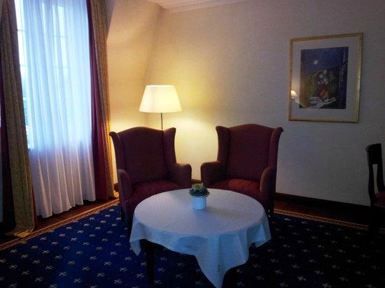 Hotel Klosterpforte: Blick ins leider sehr dunkle Zimmer