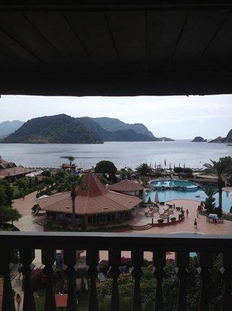 MARTI Resort de Luxe: suit odadan bakis