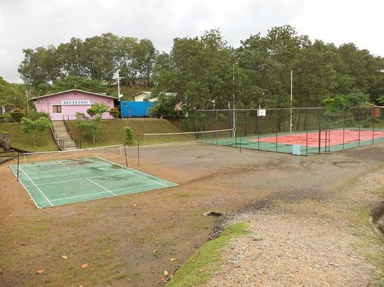 KKG Holiday Resort : Tennis, volleyball & badminton courts