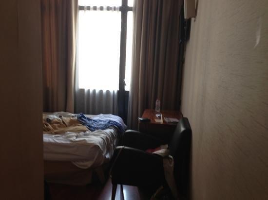 HLG CityPark Pelayo Hotel: letto e finestra