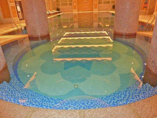Green Town Landison Hotel: Amazing indoor pool!