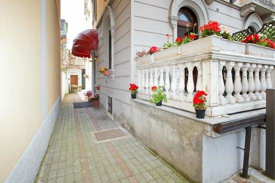 Bed & Bed Milano: Ingresso