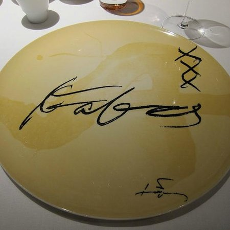 Sant Celoni, Ισπανία: Presentation Plate Autographed by Mr. Santamaria xxx