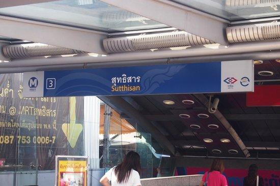 Tonaor Place : Nearest MRT 300 metres away..