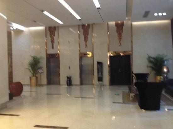 Easun Guotai Hotel : lobby, elevators