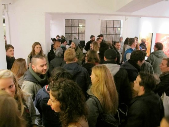 SOON Galerie: lots of people at the shows