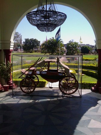 WelcomHeritage Noor-Us-Sabah Palace: The entrance