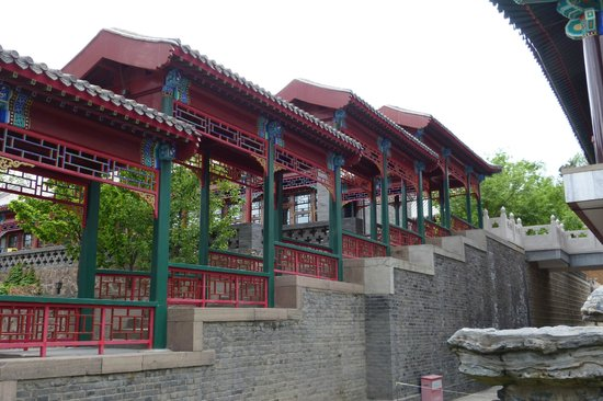 Chengde Imperial Mountain Resort: Stairs to the upper buildings