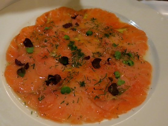 D'Oliva: Salmon carpaccio