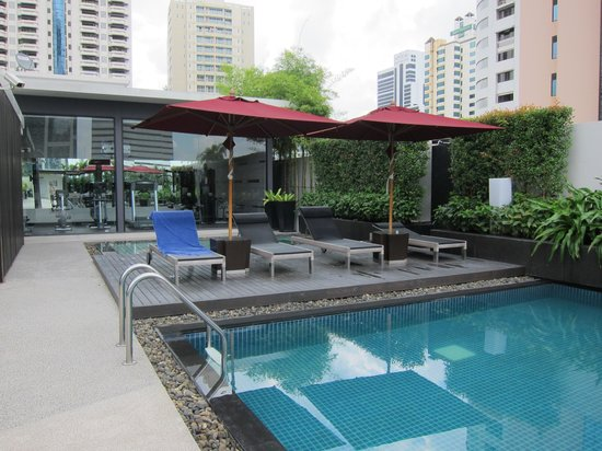 Park Plaza Bangkok Soi 18: Swimming Pool