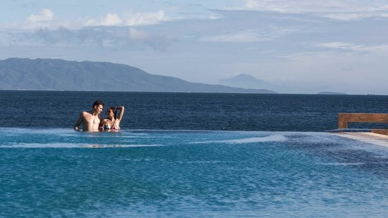 Infinity Resort: Infinity Pool overlooking the beach and the mountains