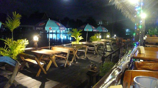 Princess Suvarnabhumi Airport Residence: Ресторанчик на реке