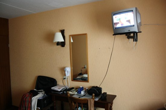 Hotel de Lantscroon: want to watch TV from your bed: need for spectacles is clear