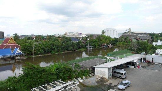 Princess Suvarnabhumi Airport Residence: Вид из окна
