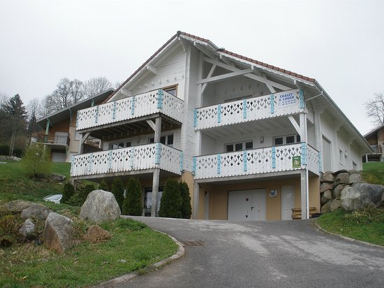 Les Adrets : actual view of the chalet - badly in need of a coat of paint