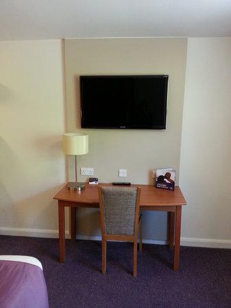 Premier Inn Stockport South Hotel: Decent TV, small desk area