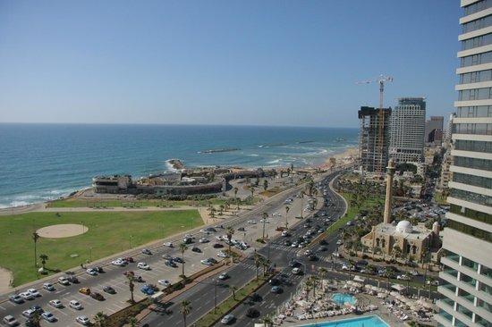 Dan Panorama Tel Aviv: Vista camera: parco Charles Clore, Dolphinarium, spiaggia