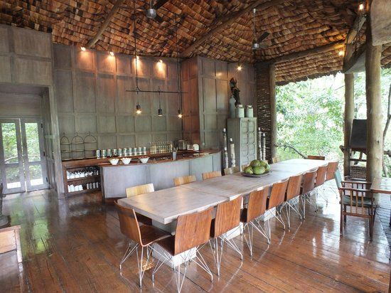 andBeyond Lake Manyara Tree Lodge: Bar and Inside Dining Area