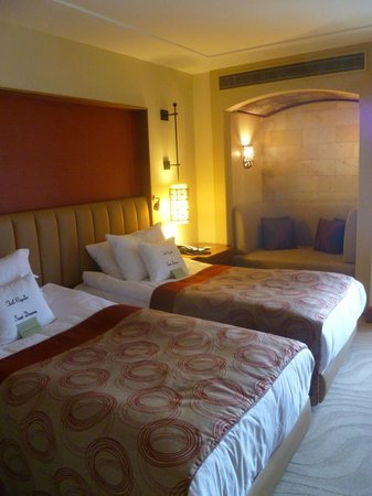 Doubletree by Hilton Avanos Cappadocia: Bed with cave couch!