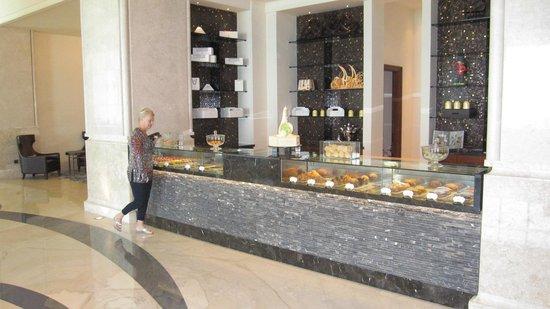 The St. Regis Saadiyat Island Resort: Amazing Cakes and Sweets