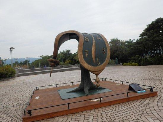 Kaohsiung Museum of Fine Arts : 美術館前のオブジェ