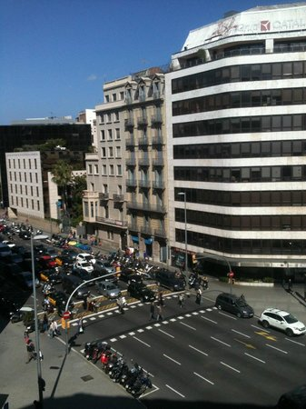 Barcelona City Hotel Universal : Vista dalla camera alle 17