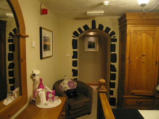 Llwyn Onn Guest House: Doorway to the entrance of the room