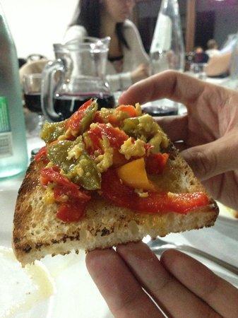 Zaff: bruschette peperoni e uovo