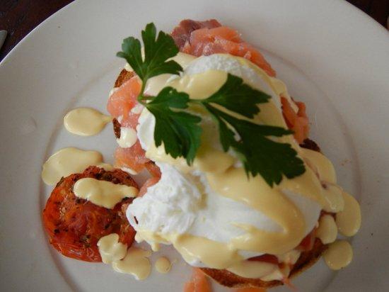 La Pizza Trattoria: Eggs benedict
