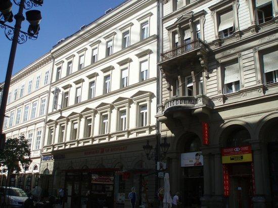 Hotel Central Basilica: vista facciata albergo