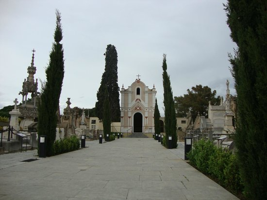 Cementerio modernista