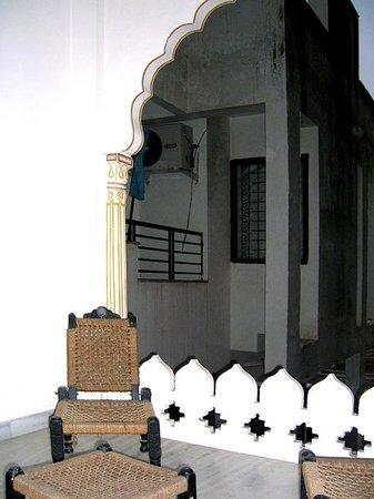 OYO 1674 Hotel Tordi Haveli: Terracita de la habitación