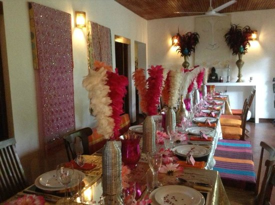 Kikili House : Dinner decorations for Indian night