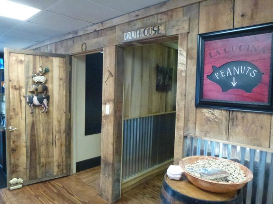OUTBAK BBQ Shack: restrooms, free peanuts and dining room