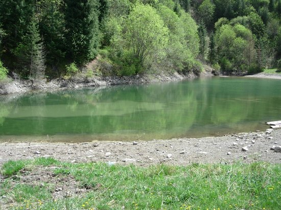 Kolsai Lakes: озерцо по дороге