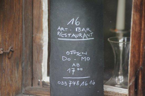 16 Art : Vor dem Restaurant